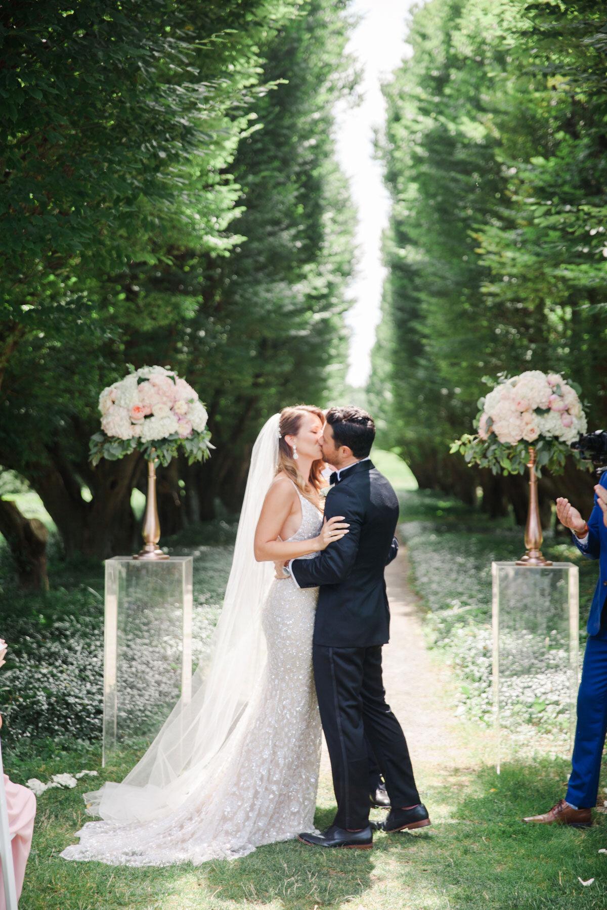 Chateau-des-Charmes-Wedding-Summer-Vineyard-Bride-Niagara-on-the-Lake-photos-by-Gemini-Photography-Ontario-0019.jpg