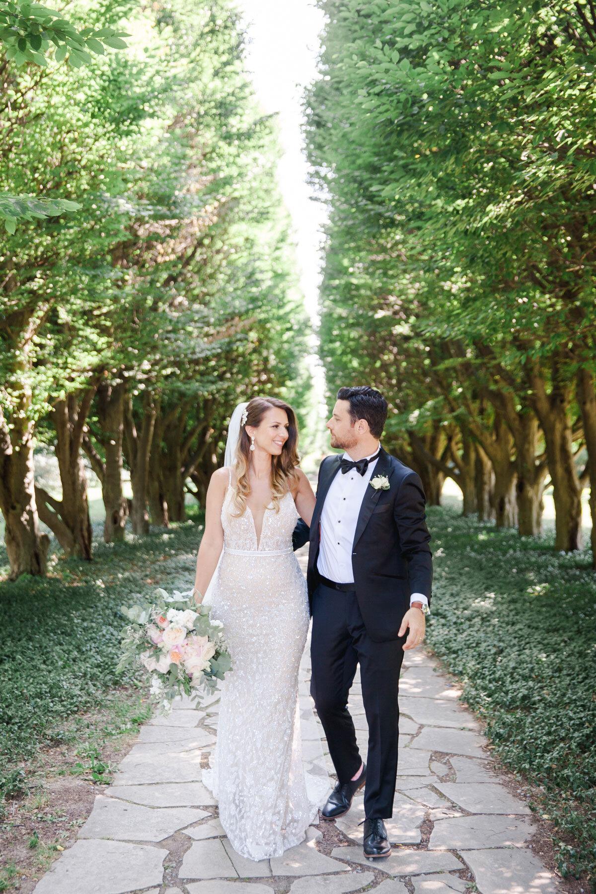Chateau-des-Charmes-Wedding-Summer-Vineyard-Bride-Niagara-on-the-Lake-photos-by-Gemini-Photography-Ontario-0023.jpg