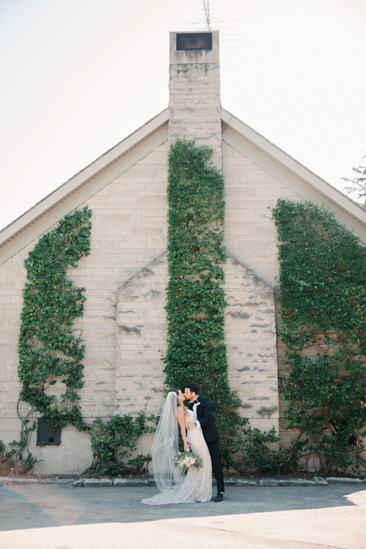 Chateau-des-Charmes-Wedding-Summer-Vineyard-Bride-Niagara-on-the-Lake-photos-by-Gemini-Photography-Ontario-0034.jpg