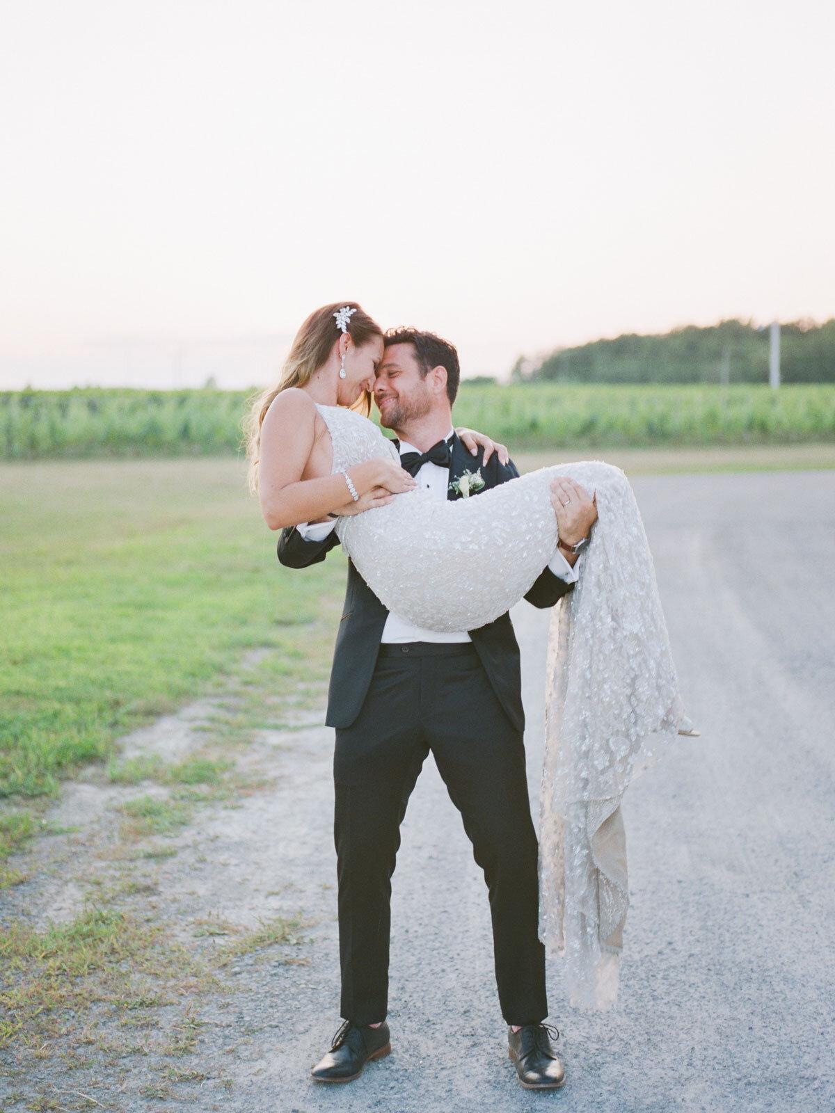 Chateau-des-Charmes-Wedding-Summer-Vineyard-Bride-Niagara-on-the-Lake-photos-by-Gemini-Photography-Ontario-0080.jpg