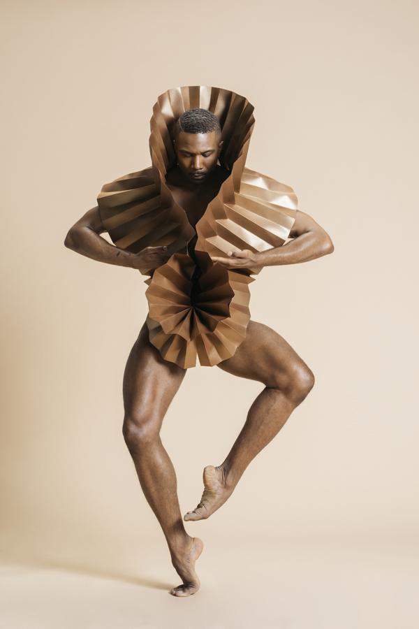 miss-cloudy-pauline-loctin-plie-project-ballerina-paper-art-origami-garment-tutu-ballet-dancer-melika-dez-folding-pointe-bronze-mj-03.jpg