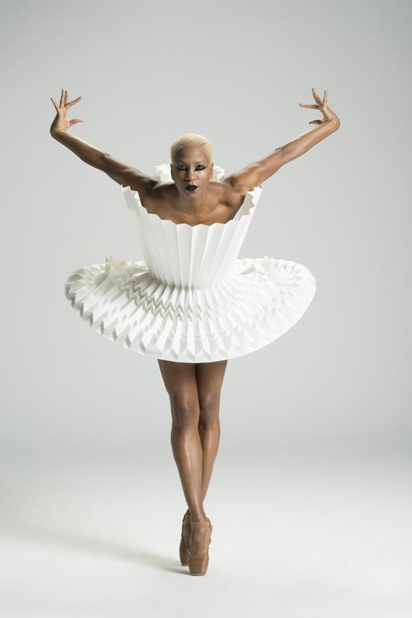 miss-cloudy-pauline-loctin-plie-project-ballerina-paper-art-origami-garment-tutu-ballet-dancer-melika-dez-folding-pointe-akua-03.jpg
