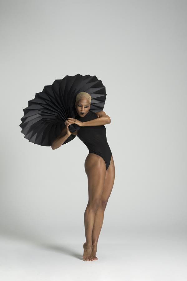 miss-cloudy-pauline-loctin-plie-project-ballerina-paper-art-origami-garment-tutu-ballet-dancer-melika-dez-folding-pointe-black-akua-02.jpg