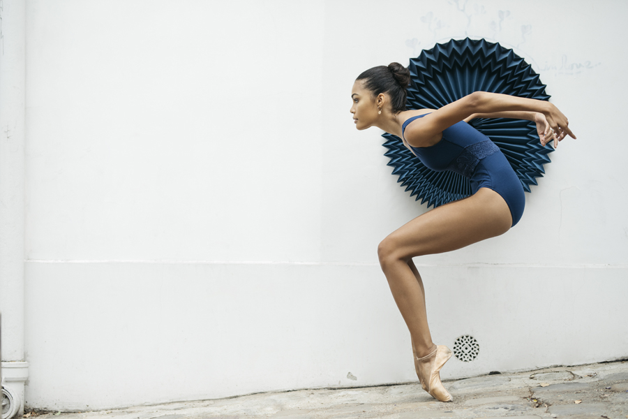 miss-cloudy-pauline-loctin-plie-project-ballerina-paper-art-origami-garment-tutu-ballet-dancer-melika-dez-folding-pointe-ines-paris-09.jpg