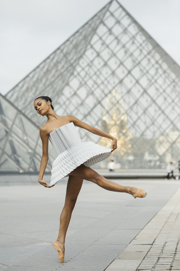miss-cloudy-pauline-loctin-plie-project-ballerina-paper-art-origami-garment-tutu-ballet-dancer-melika-dez-folding-pointe-ines-paris-06.jpg