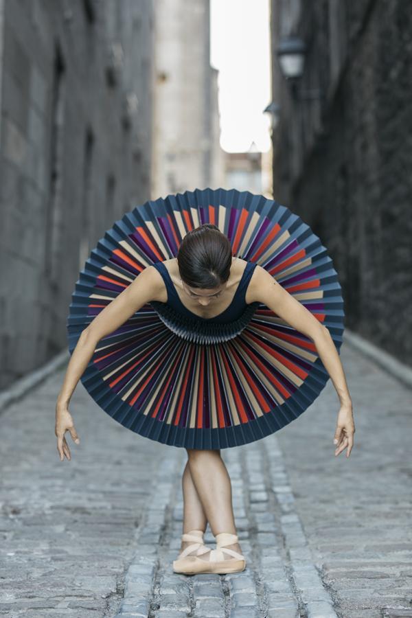 miss-cloudy-pauline-loctin-plie-project-ballerina-paper-art-origami-garment-tutu-ballet-dancer-melika-dez-folding-pointe-mai-montreal-03.jpg