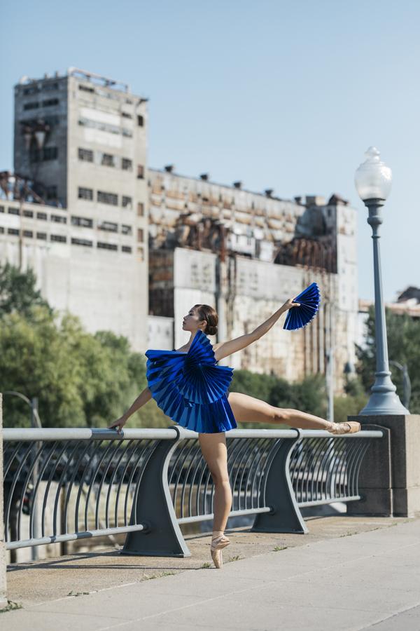 miss-cloudy-pauline-loctin-plie-project-ballerina-paper-art-origami-garment-tutu-ballet-dancer-melika-dez-folding-pointe-mai-montreal-04.jpg