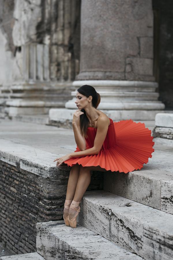 miss-cloudy-pauline-loctin-plie-project-ballerina-paper-art-origami-garment-tutu-ballet-dancer-melika-dez-folding-pointe-annalisa-rome-07.jpg