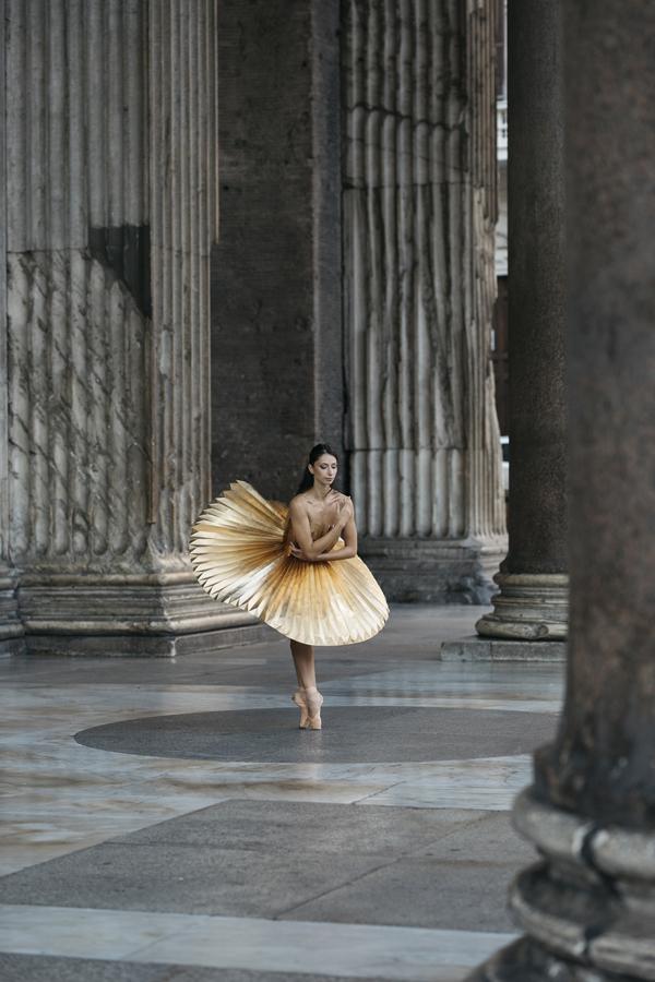 miss-cloudy-pauline-loctin-plie-project-ballerina-paper-art-origami-garment-tutu-ballet-dancer-melika-dez-folding-pointe-annalisa-rome-09.jpg