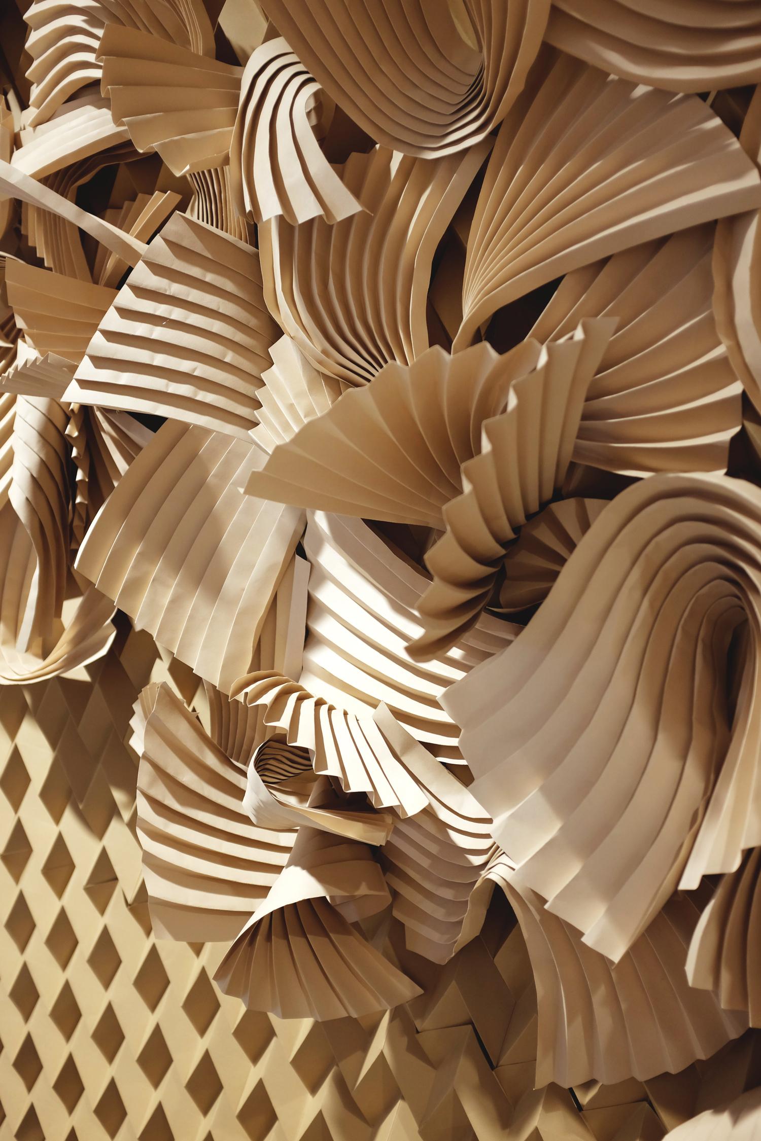 miss-cloudy-folding-paper-art-dune-knot-on-my-planet-holt-renfrew-doutzen-mural-sable-colorplan-pauline-loctin-18.jpg