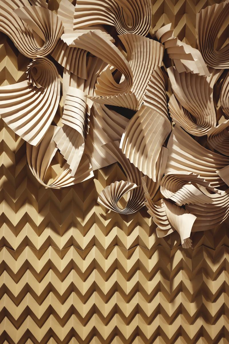 miss-cloudy-folding-paper-art-dune-knot-on-my-planet-holt-renfrew-doutzen-mural-sable-colorplan-pauline-loctin-10.jpg