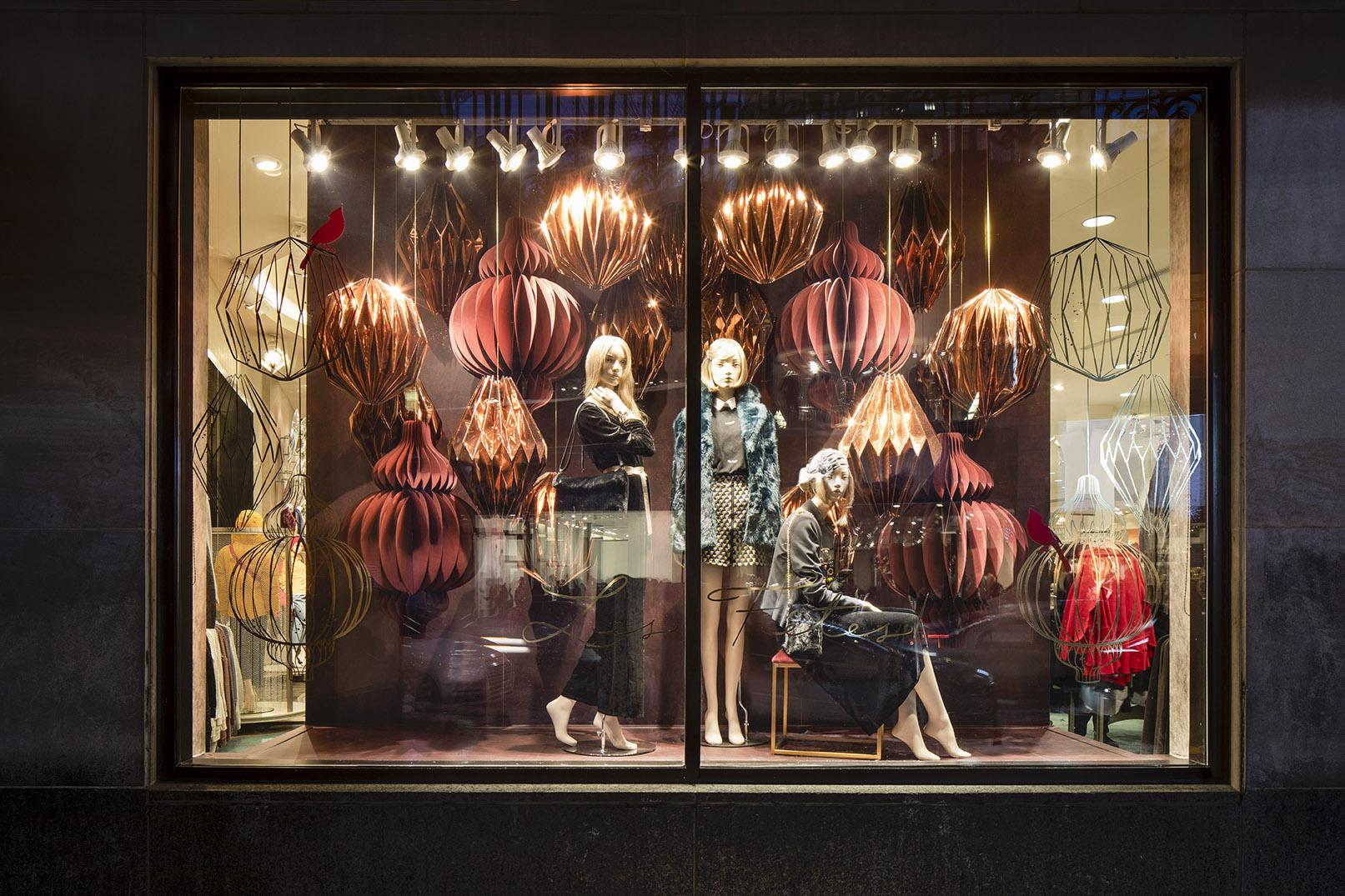 miss-cloudy-maison-simons-christmas-window-display-origami-paper-art-folding-pauline-locti-5.jpg