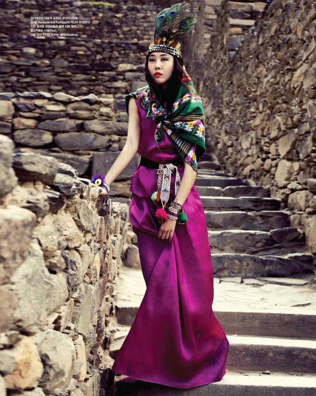 Han Hye Jin by Alexander Neumann (La Bella Señorita - Vogue Korea July 2012) 3.jpeg