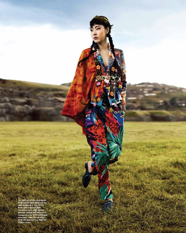 Han Hye Jin by Alexander Neumann (La Bella Señorita - Vogue Korea July 2012) 13.jpeg