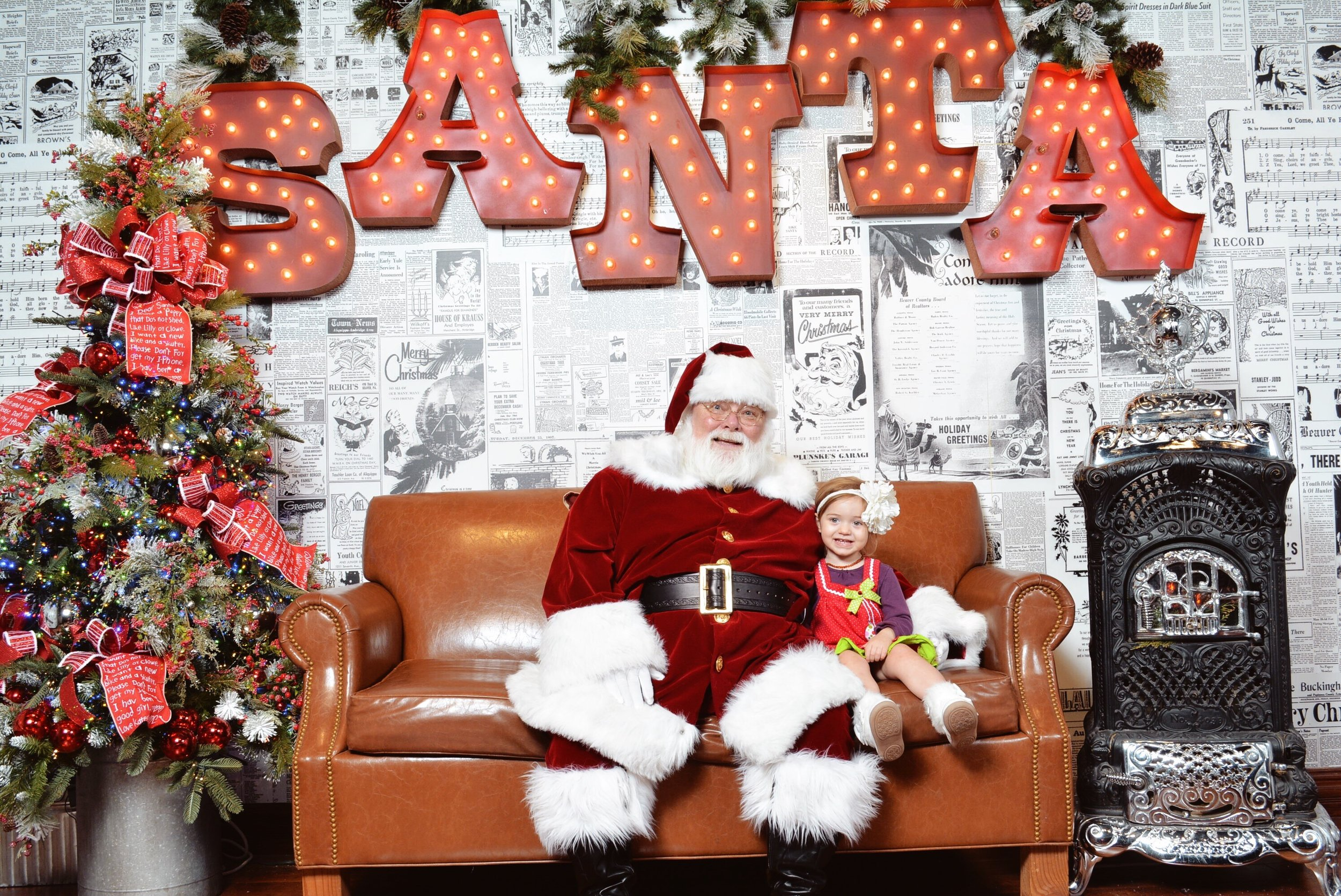 Santa Photos at The Christmas Place in Pigeon Forge, Tennessee | Mallorie Owens