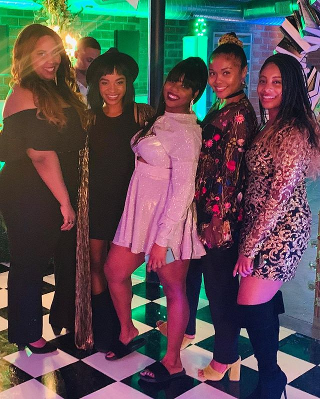 My girrrrlfrans! Everyone is turning 30 this year and yesterday we went down the rabbit hole with Jenny! Happy birthday girl, we had a wonderful time! Love you. @theperfect_peace 🤗