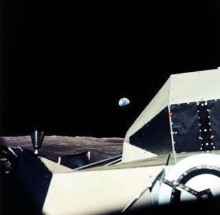 AS17-151-23188_Earth+Rise+from+LEM+in+lunar+orbit.jpg