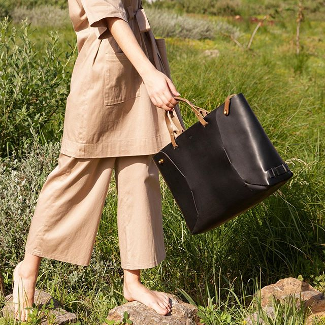 Nature summer mood with my Victor tote bag . . . . . . . . #naturalvegtanleather  #leathertotebag  #frenchdesignerbrand  #ethicalbrand