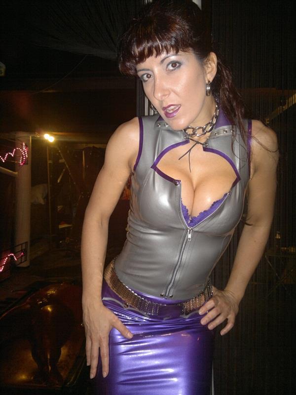Mistress Kalyss Mercury and Pet Tigger