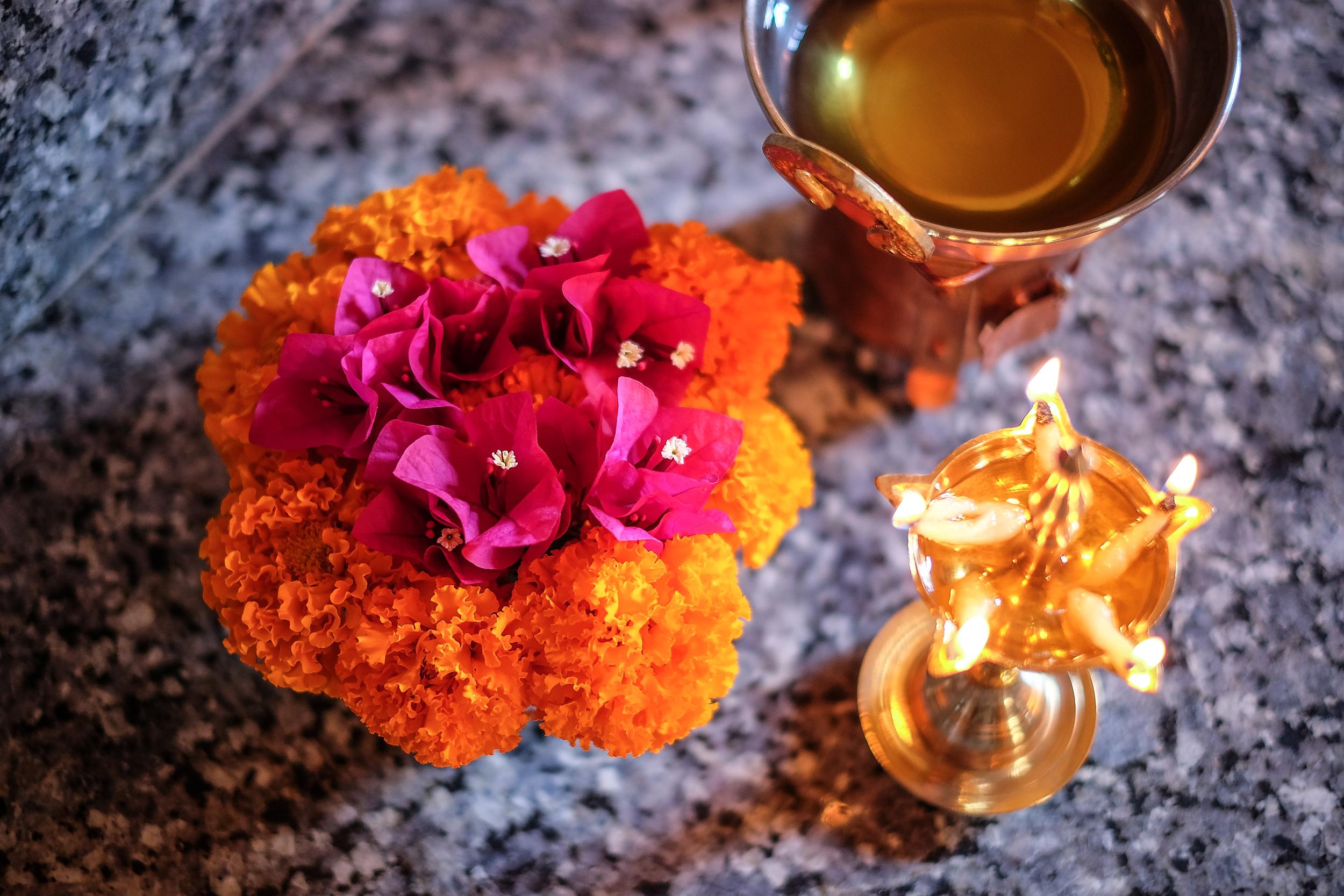 Uljca & cvijeće kao priprema za masažu