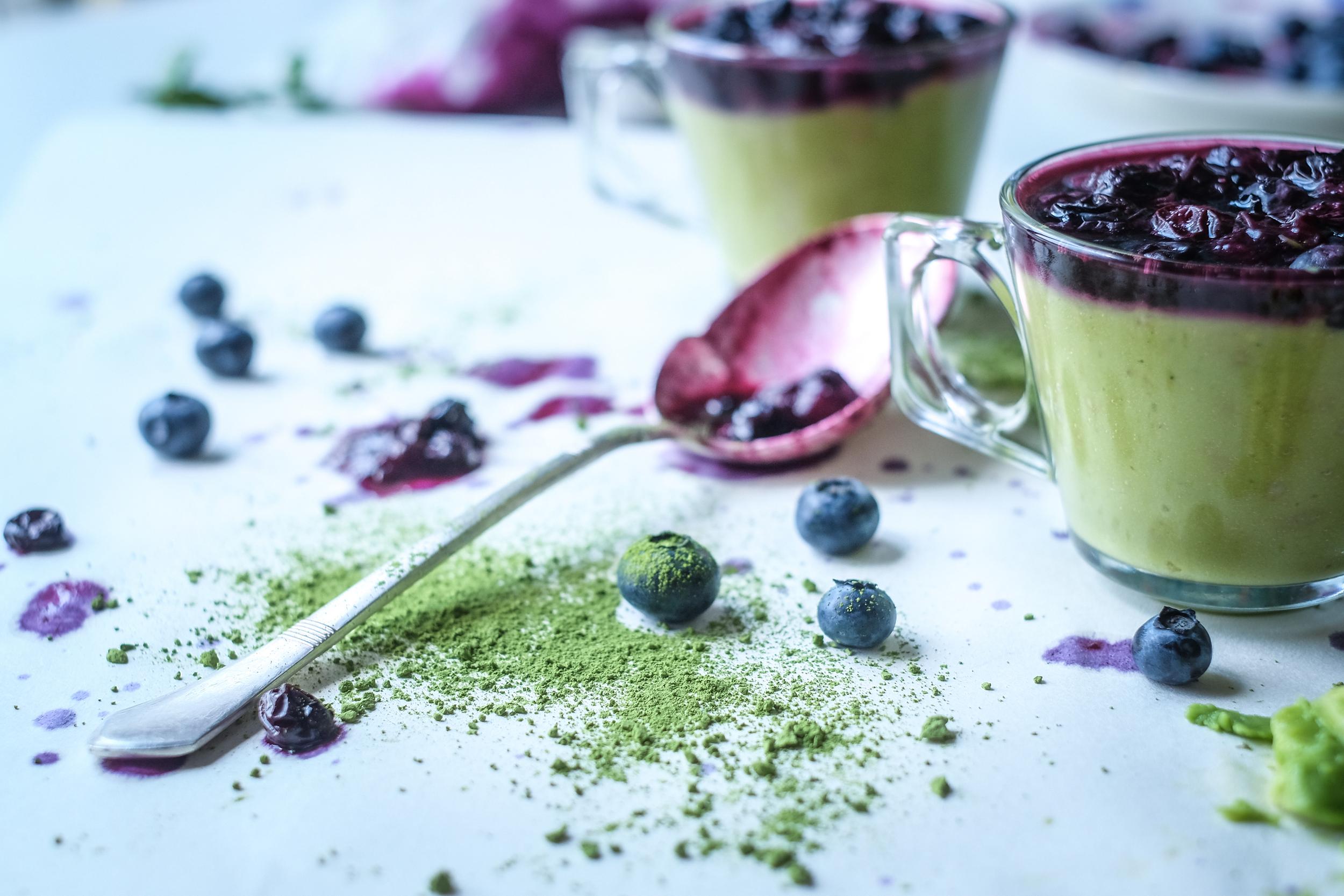 Matcha (japanski zeleni čaj), borovnice, kokosovo vrhnje, avokado na jedan ...