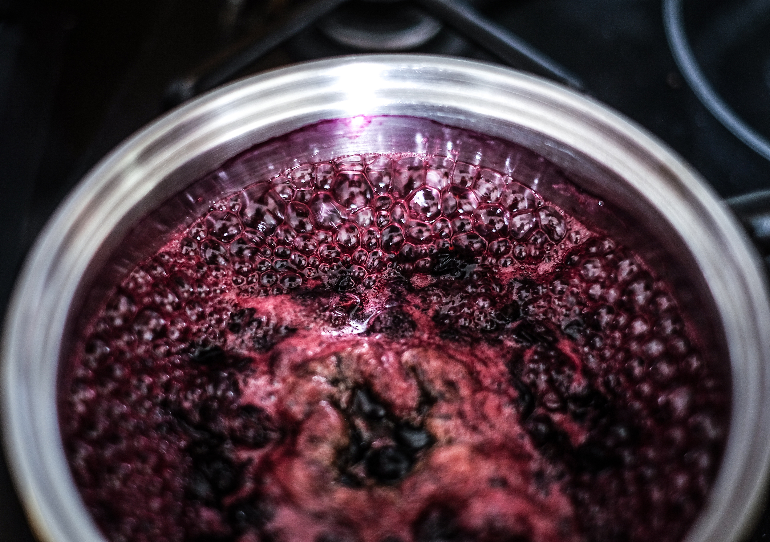 Zakuhavanje Rokovih borovnica stvara genijalan miris po kuhinji, kući