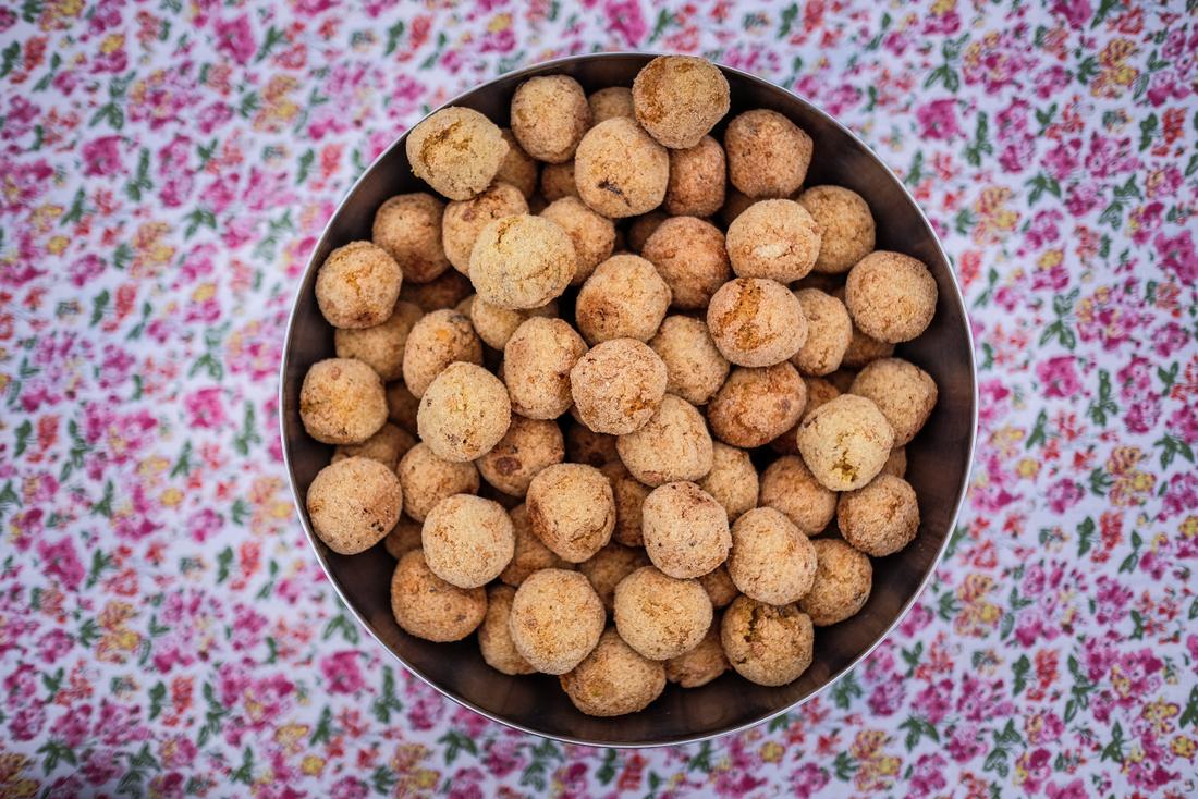 Falafel od leće i kikirikija. Nutty Piece of Lentil / Falafel with peanuts and lentils. Nutty Piece of Lentil - vegan