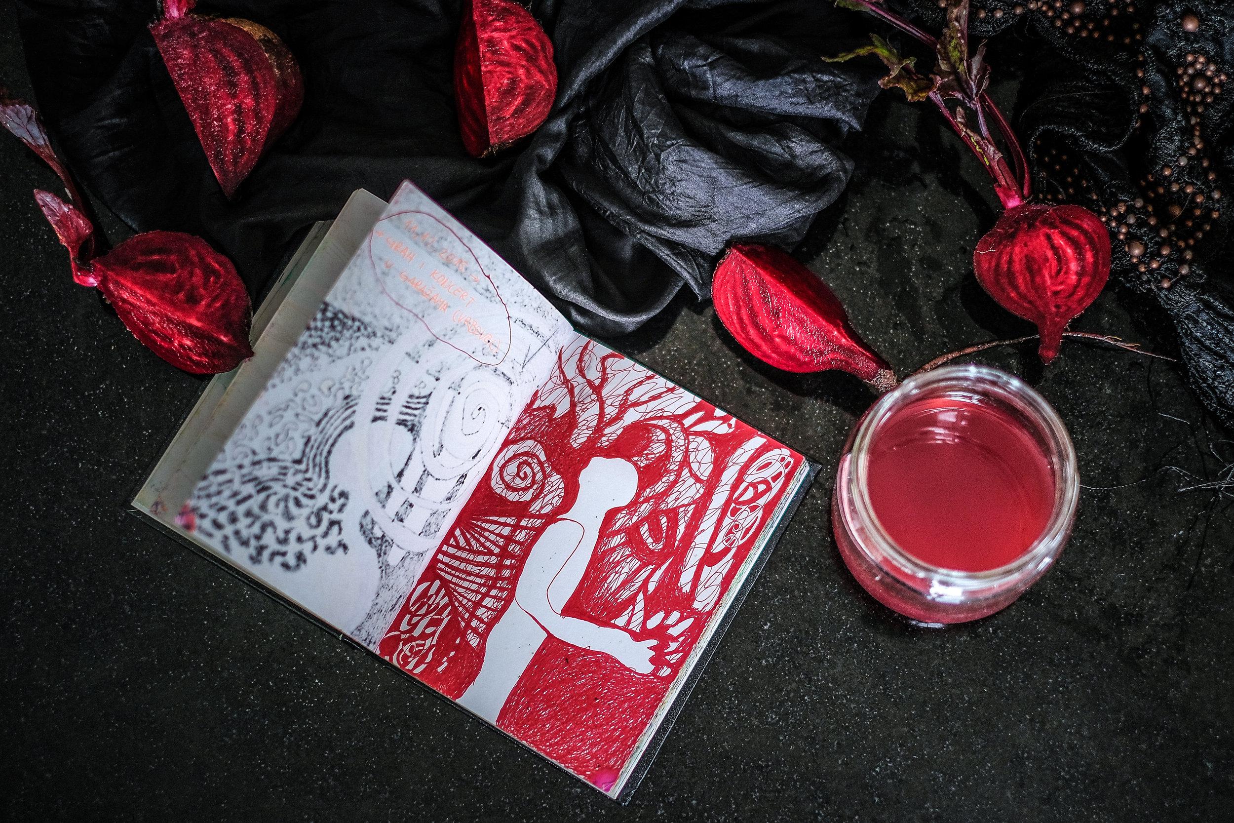 Crveno - crno - crtež / Red - Black - Drawing