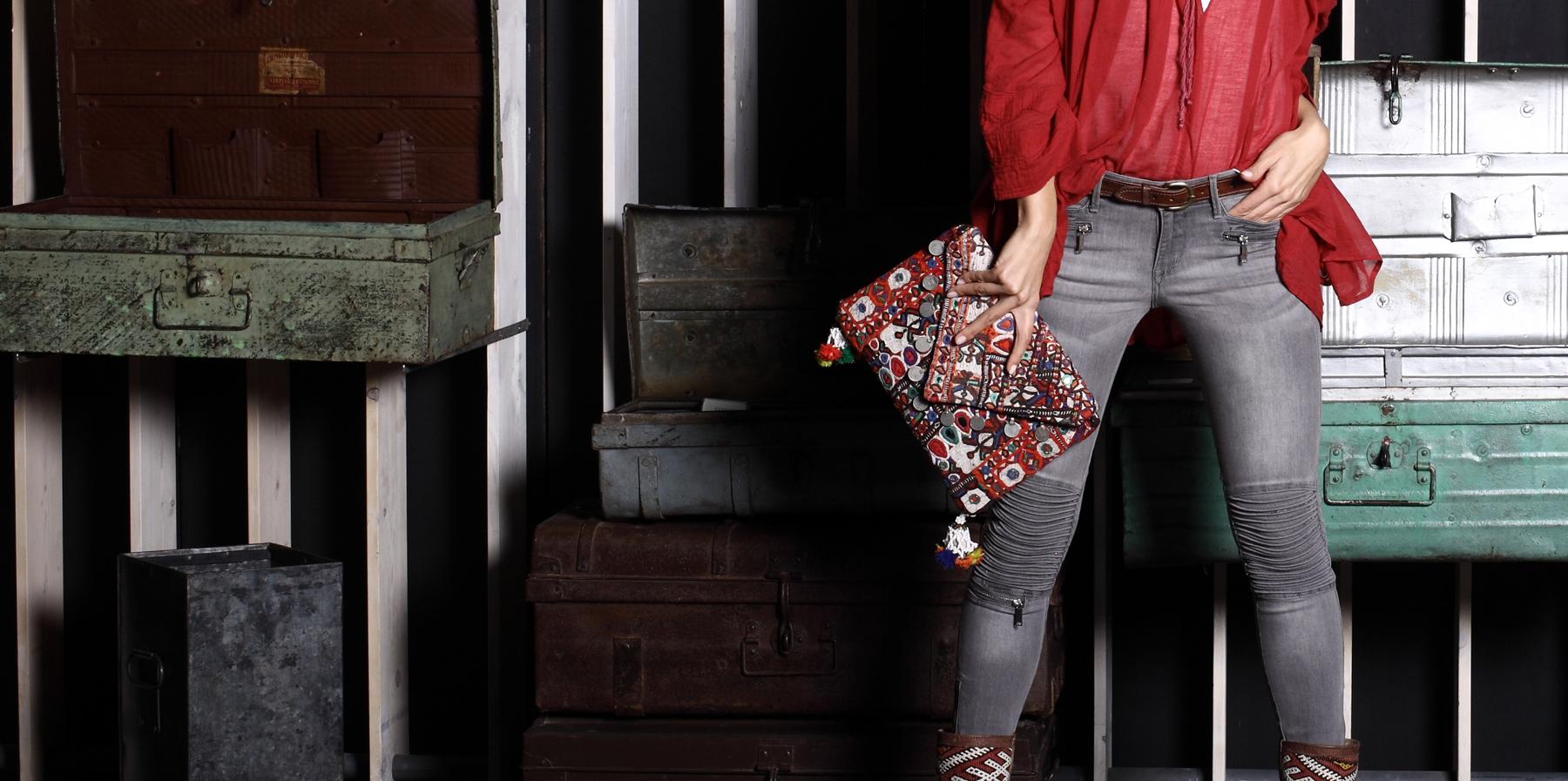 Happy Holi Hippie Clutch  torbica ručne izrade,pokrajina Gujarat / Indija
