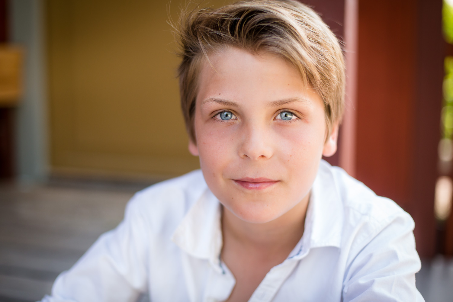 A-close-up-photo-of-a-young-boy-by-Stockholm barnfotograf-Sandra-Jolly.jpg