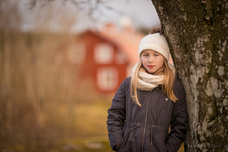 Winter-portrait-of-a-girl-by-Sandra-Jolly-barnfotograf.jpg