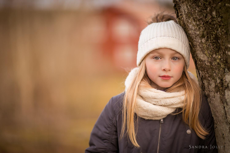 Winter-portrait-of-a-girl-by-Sandra-Jolly-barnfotograf-2.jpg