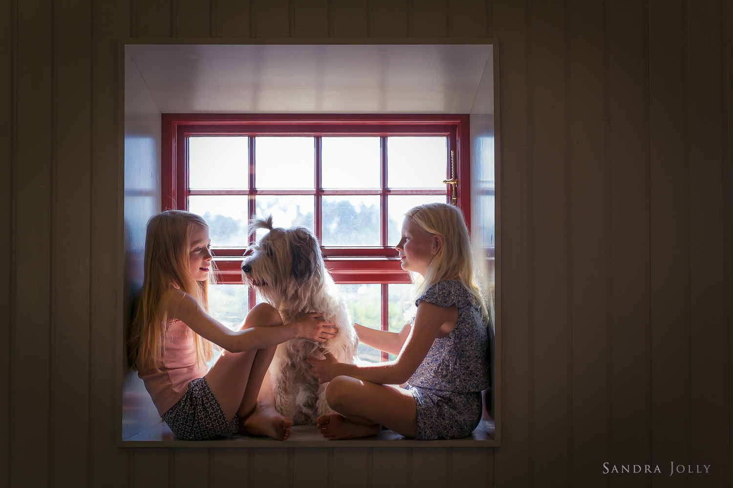 Girls-and-their-dog-by-lifestyle-photographer-Stockholm-Sandra-Jolly.jpg
