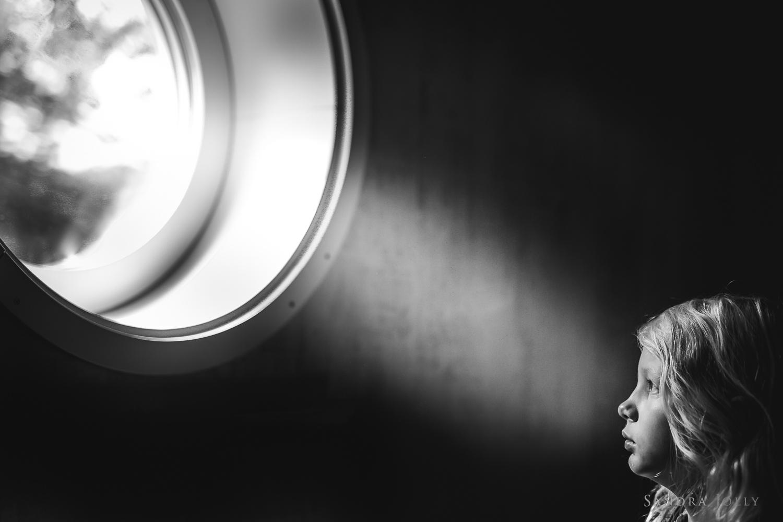Black-and-white-photo-of-girl-in-light-by-Stockholm-photographer-Sandra-Jolly.jpg