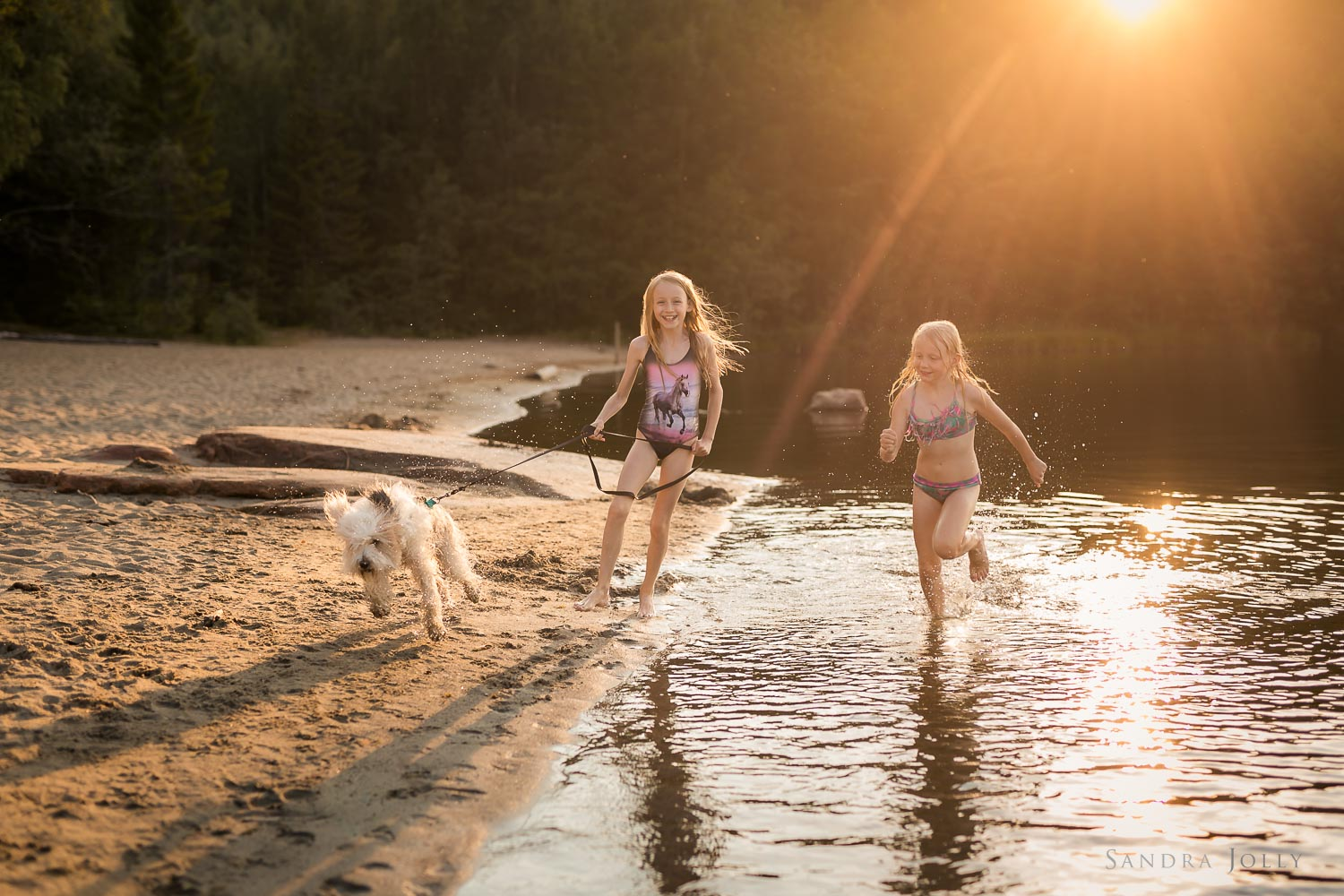 Sisters-and-dog-on-beach-by-Stockholm-family-photographer-Sandra-Jolly.jpg