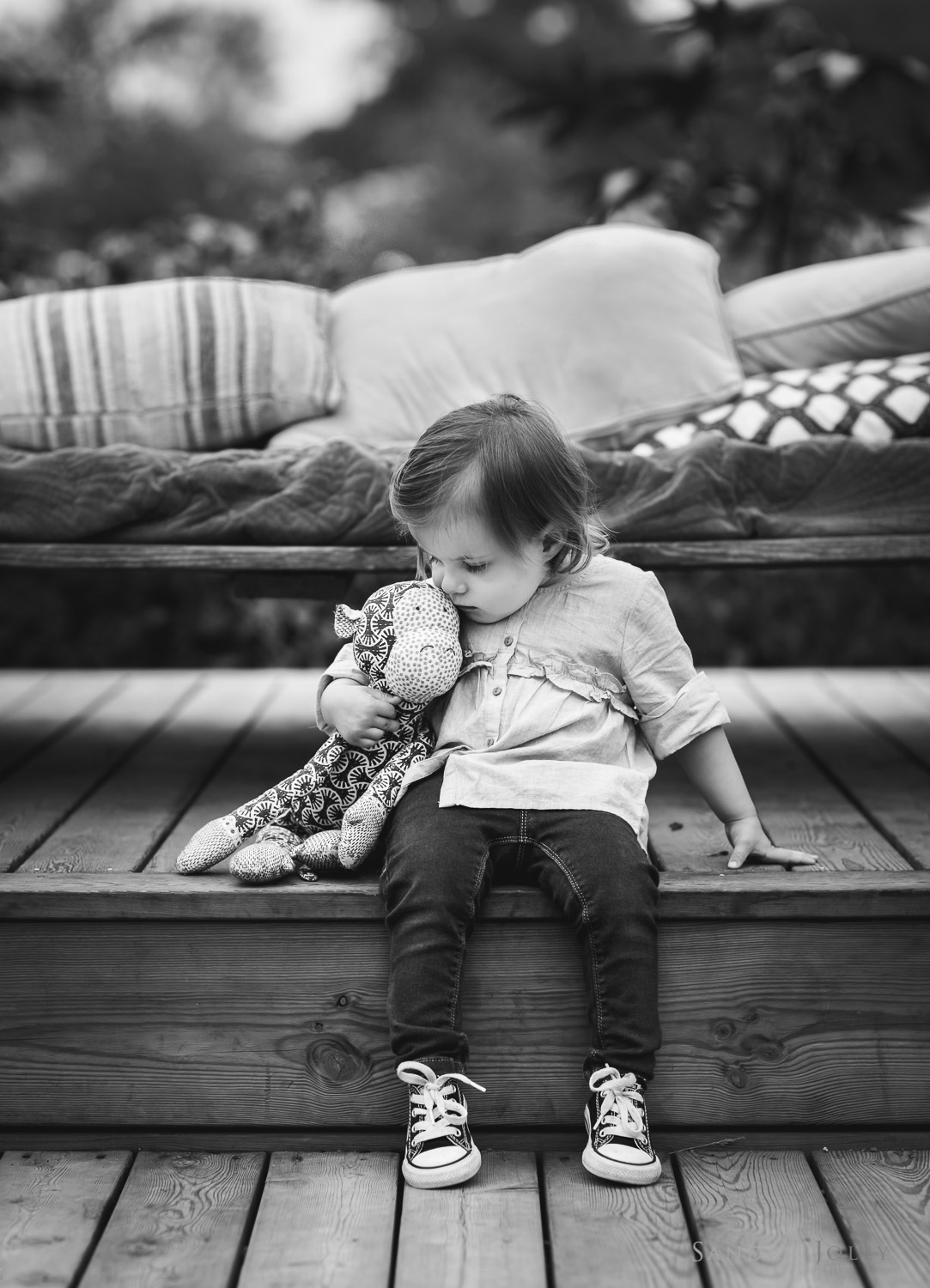 little-girl-and-toy-by-Stockholm-family-photographer-Sandra-Jolly.jpg