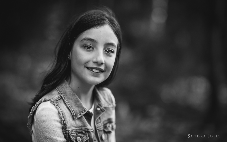 black-and-whitet-of-girl-by-familjefotograf-Sandra-Jolly.jpg