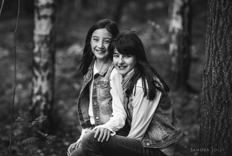sibling-portrait-woods-by-barnfotograf-stockholm-Sandra-Jolly.jpg
