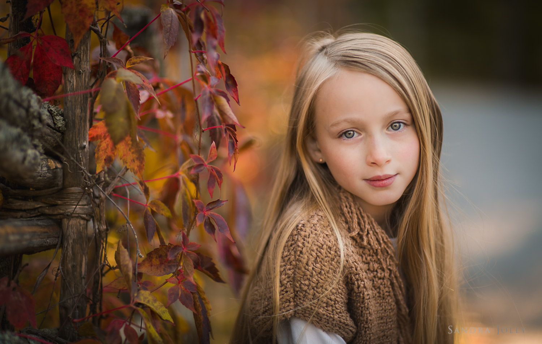 portrait-of-a-young-girl-by-Stockholm-familjefotograf-Sandra-Jolly.jpg