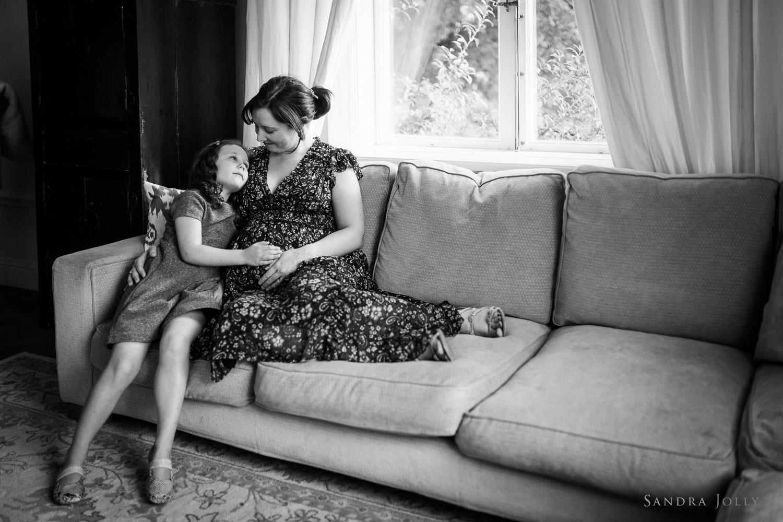 mom-and-daughter-in-stockholm-by-bra-familjefotograf-Sandra-jolly.jpg