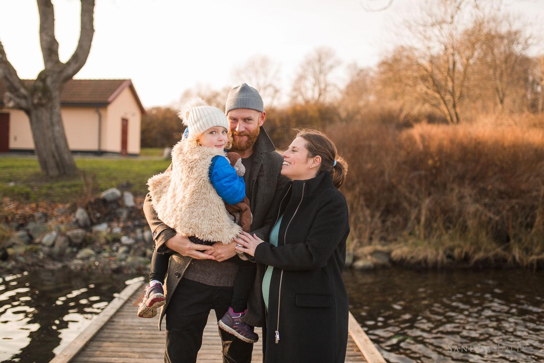 family-winter-portrait-by-familjefotograf-Stockholm-Sandra-Jolly.jpg