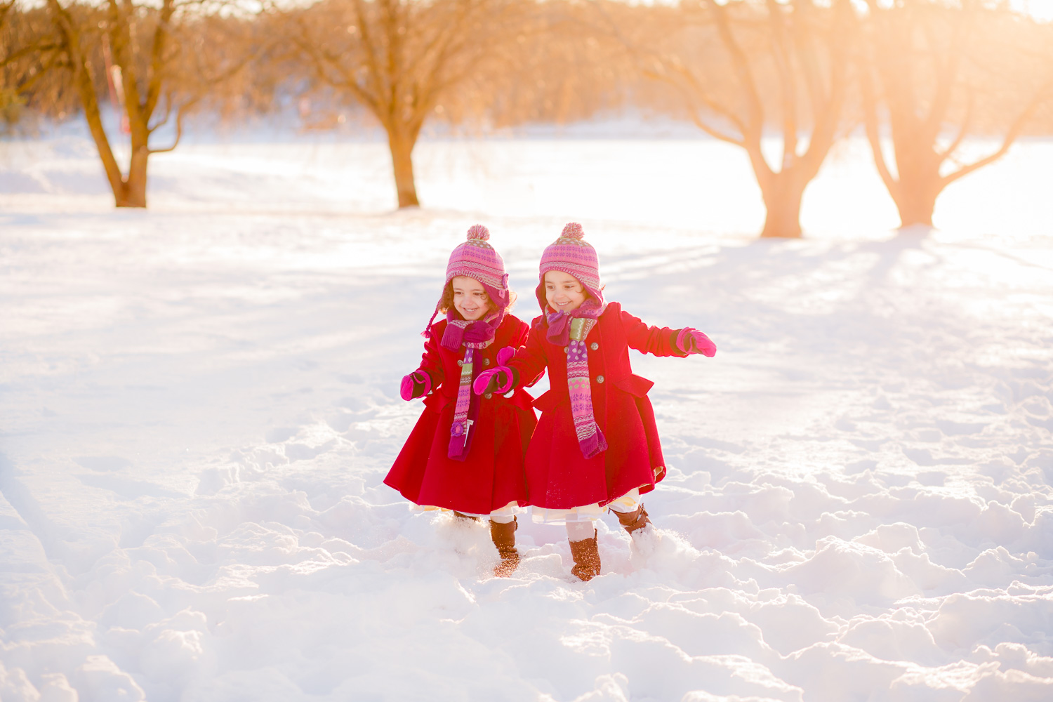 children-running-in-snow-by-stockholm-barnfotograf-sandra-jolly.jpg