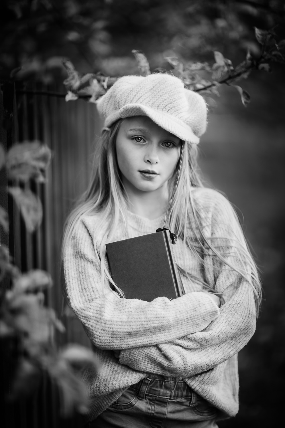 timeless-black-and-white-portrait-of-girl-by-familjefotograf-Sandra-Jolly.jpg