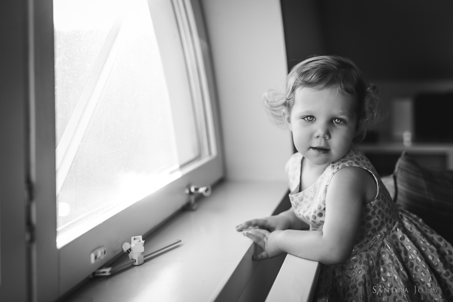 black-and-white-portrait-of-young-girl-by-family-photographer-sandra-jolly.jpg