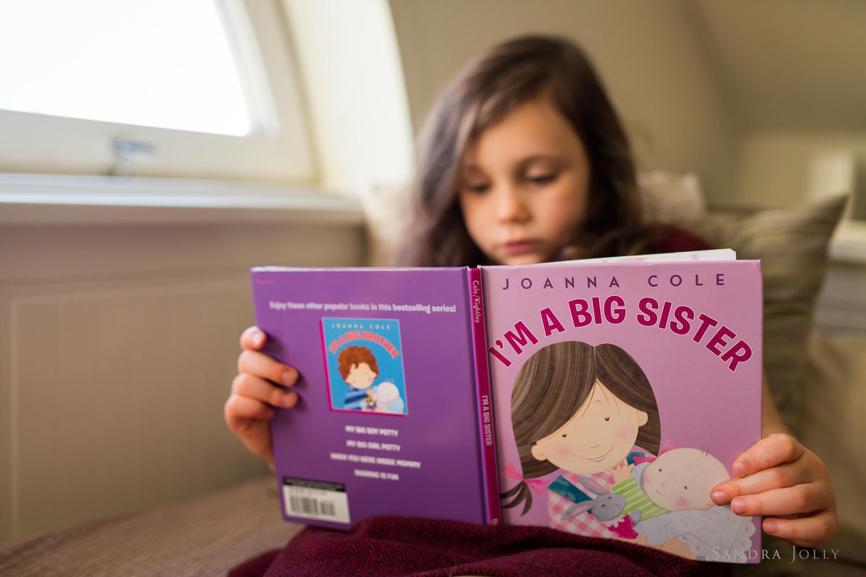 lifestyle-photo-of-girl-reading-by-child-photographer-sandra-jolly.jpg