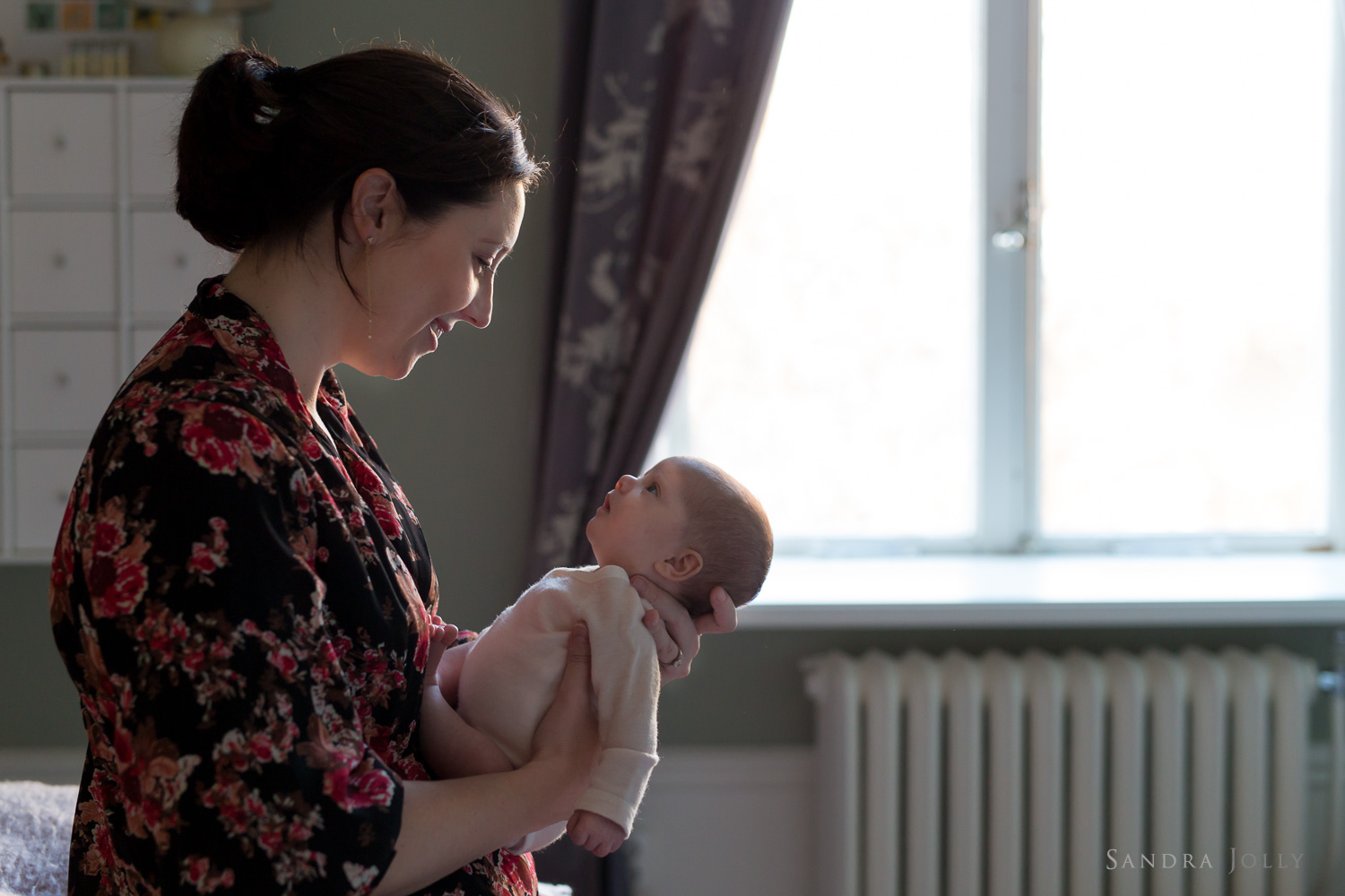 lifestyle-session-with-mother-and-baby-at-home-by-family-photographer-sandra-jolly.jpg