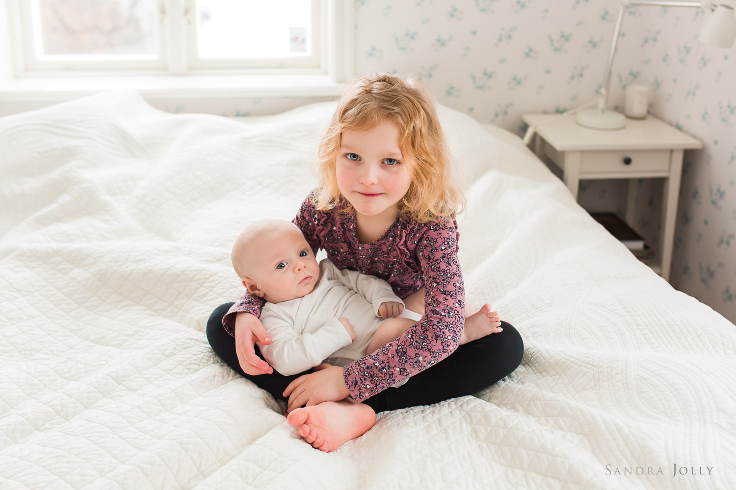 lifestyle-session-at-home-with-sister-and-baby-brother-by-child-photographer-sandra-jolly.jpg