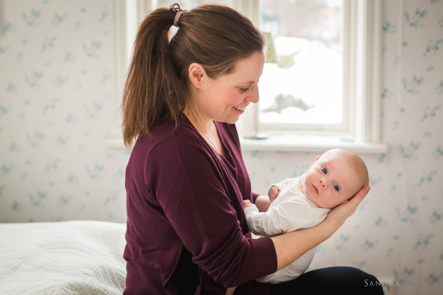 mother-and-baby-lifestyle-photo-session-at-home-by-sandra-jolly.jpg