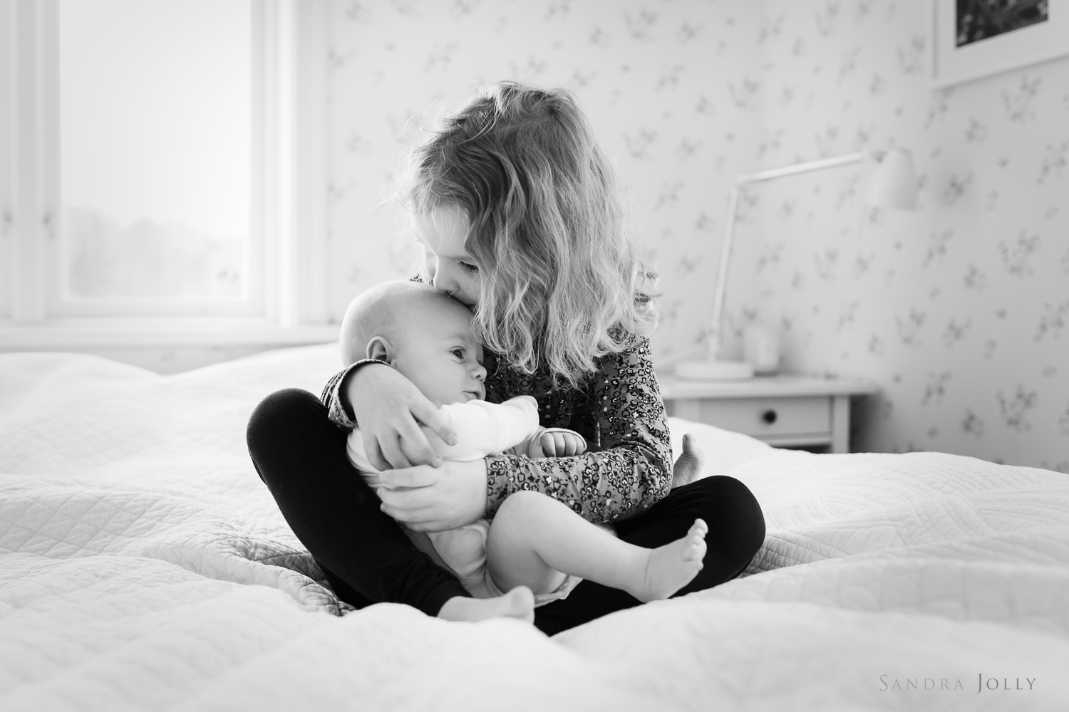photo-of-siblings-on-bed-at-home-by-family-photographer-sandra-jolly.jpg