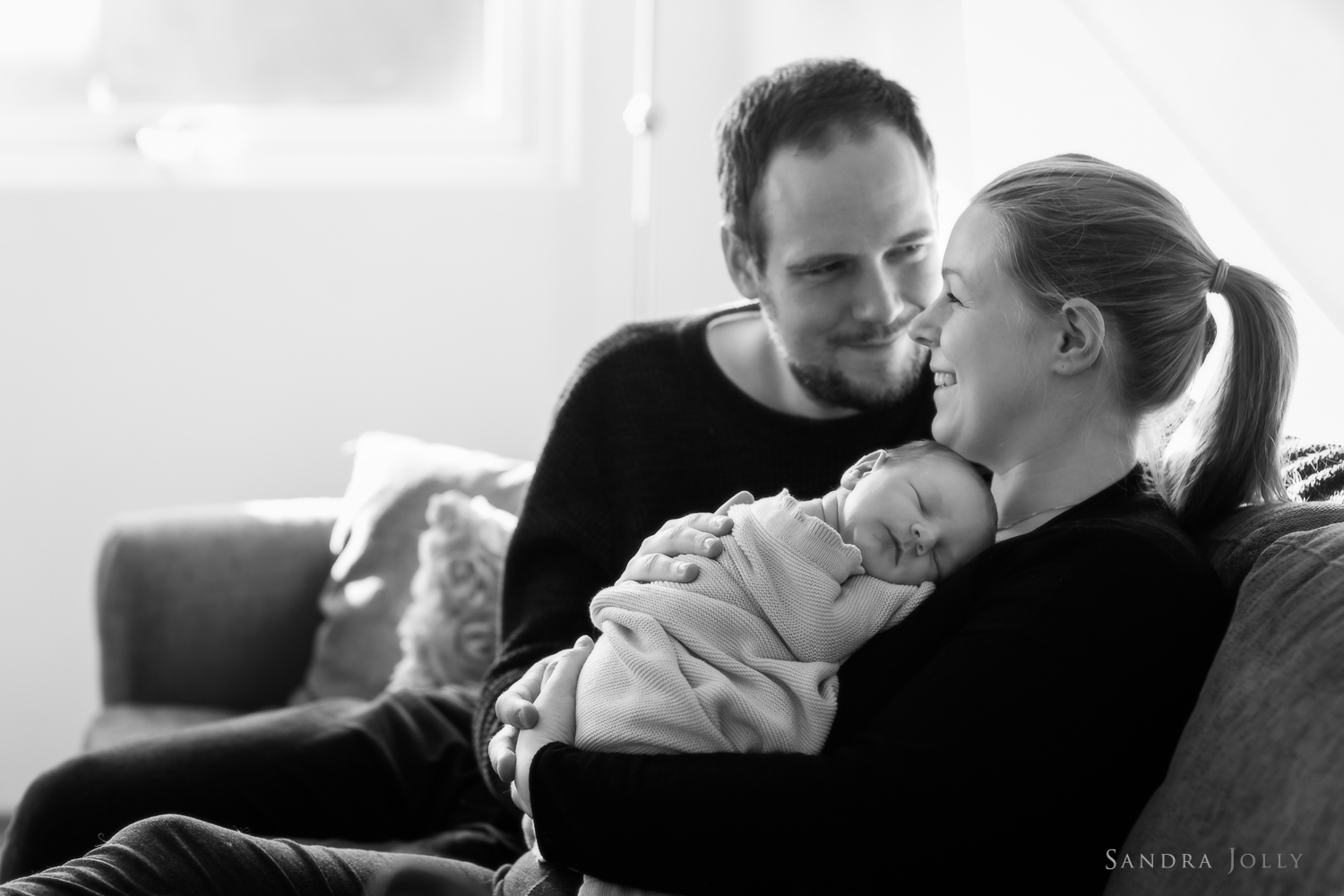 Family-portrait-with-newborn-by-Stockholm's-best-family-photographer-Sandra-Jolly.jpg